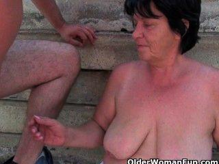 Maduras madres obtener follada al aire libre