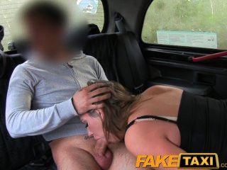 Faketaxi big tits babe se la lleva de atrás