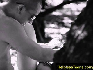 Helplessteens.com sophia torres deepthroat mamada y áspero sexo al aire libre