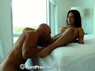 Hd pornpros sexy jynx maze se calienta con un juguete y es follada culo