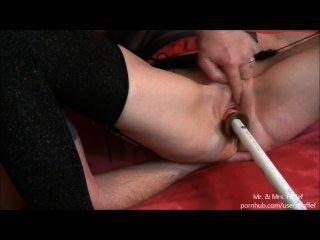 Esposa caliente empapa la máquina de mierda casera