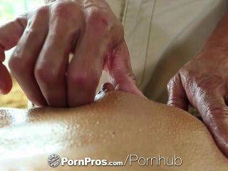 Hd pornpros sexy brunette adriana chechik obtiene agujeros llenos después de masaje