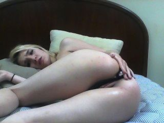 Rubia adolescente ama dedo del culo.
