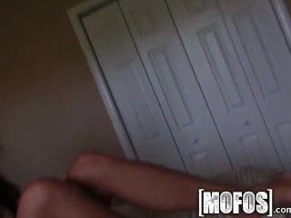 Mofos busty teen hace un sextape