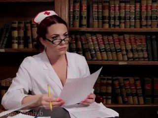 El coño de la enfermera del sexo consigue dominado
