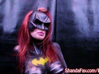 Fay canadiense del shanda del milf!Es batgirl y juega con consolador grande!