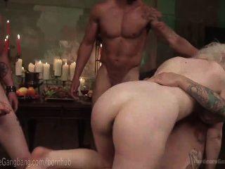 Ella nova en doble gangbang anal
