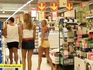 Las putas de la tienda de comestibles hacen todo lo que encaja