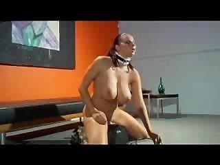 Gianna micheals divirtiéndose con la máquina sybian