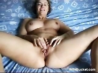 Mujer madura fingiendo