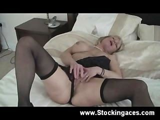 Busty blonde milf obtiene travieso