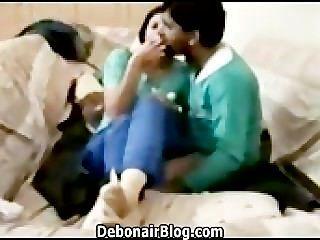 Desesperada chica paquistaní besándose y joder novio mms 2