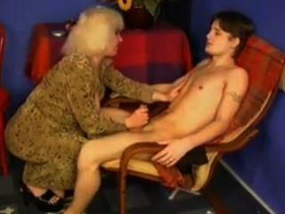Videos XXX - Milf caliente sobornando con sexo a un amigo