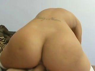 Carmel moore tiene un acento sexy