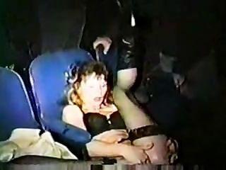 Slut esposa gang bang en el teatro de adultos xxx