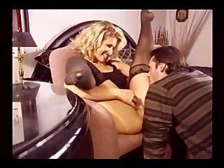 Erótica rubia milf en medias follando en múltiples posiciones