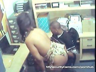 Negro pareja cogida en el trabajo cogido en la leva