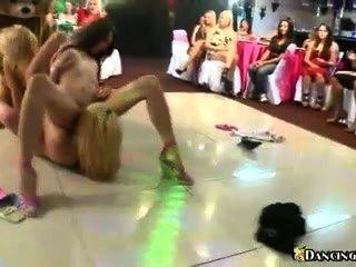 Orgía lesbiana en la pista de baile