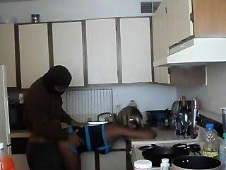 Caliente chica negra follada en la cocina