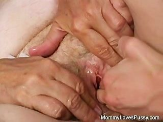 Sucia vieja abuelita ama coño más joven