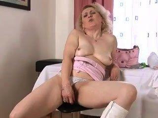 Querer polla mujer madura se masturba
