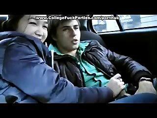 La muchacha de 18 años consigue golpeada en el coche