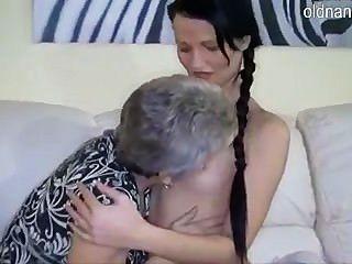 Abuelita y niña
