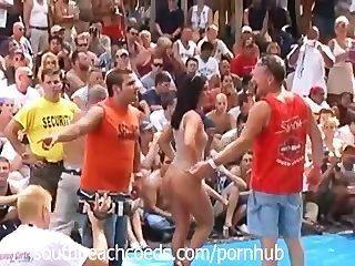 Festival desnudo en la parte 1 de indiana