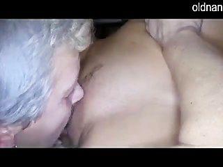 Anciana y niña