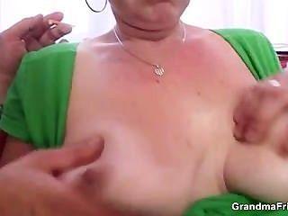 Cocksucking madura perra lo toma en el culo