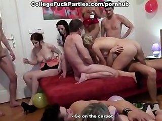 Fiesta de sexo en grupo increíble