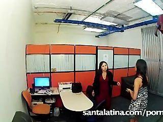 Secretario atrapado masturbándose en la oficina