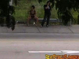 Bestpublicflashing peeks en una parada de autobús de miami