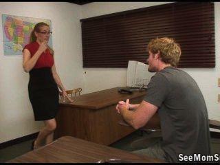Estudiante está fallando, pero su maestro le pasará con una succión