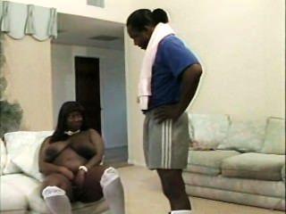 Mamá negra con tetas enormes