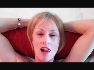 Melanie tiene una polla en la boca!