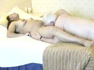Mujer india tener relaciones sexuales con hombre maduro