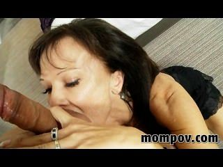 Swinger milf probando porno por primera vez