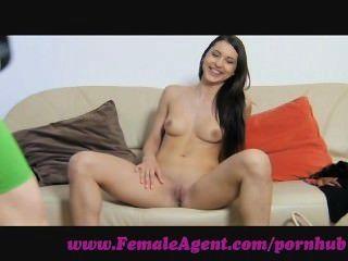 Agente femenino.Virgen lesbiana