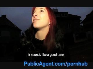 Publicagent bara su coño se moja hablando de sexo