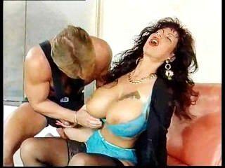 Gina colany obtener follada por stud musculoso