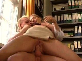 Anja juliette laval sexy secretaria alemán folla a su compañero de trabajo
