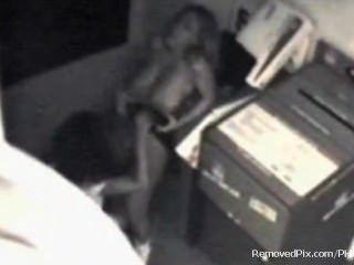 Lesbianas de oficina atrapados en cámara de seguridad