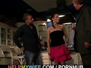 Cuckolding sorpresa para la esposa joven