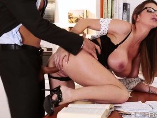 Super caliente secretaria brooklyns coño se folla duro