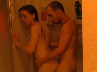 Jodido de la ducha al dormitorio.