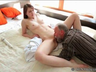 image Teen hooker ruso ama montar a dick