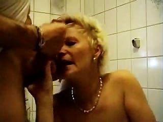 Cuarto de baño maduro shagging