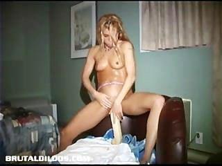 Ampliando su culo y coño al mismo tiempo!