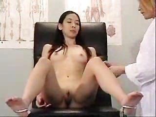 Asiática visita a su médico sucio